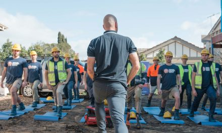 Australian tradies to watch more than just their backs!